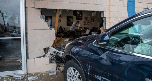 Evento de Magic nos EUA é cancelado: SUV invade quebrando parede de loja